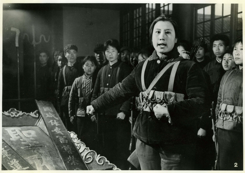 Entweihung der Eingangstafel des Hauses von Konfuzius. Thomas H. Hahn docu-images, Berkeley, USA.